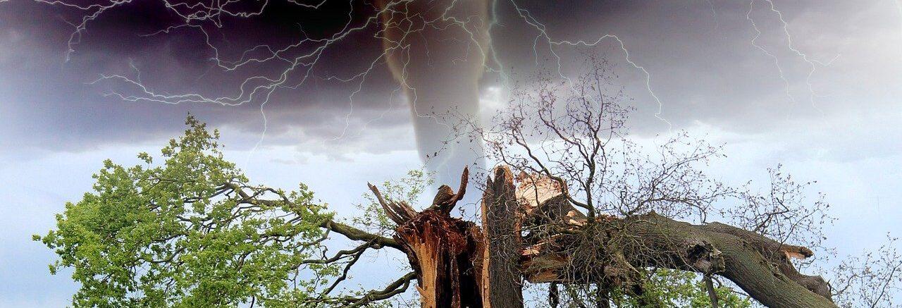tornado-1193184_1280